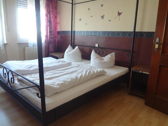 abotel ferienwohnung in regensburg exclusives penthouse f r urlauber und gesch ftsreisende. Black Bedroom Furniture Sets. Home Design Ideas