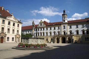 schloss thurn und taxis regensburg ehemaliges kloster st emmeram f hrungen ffnugnszeiten und. Black Bedroom Furniture Sets. Home Design Ideas