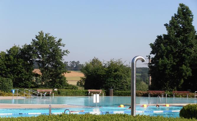Freibad Geiselhöring auch Labebrrutsch`n genannt bietet Freizeitspaß für die Ganze Familie. Ein Urlaubsvergnügen der besonderen Art.