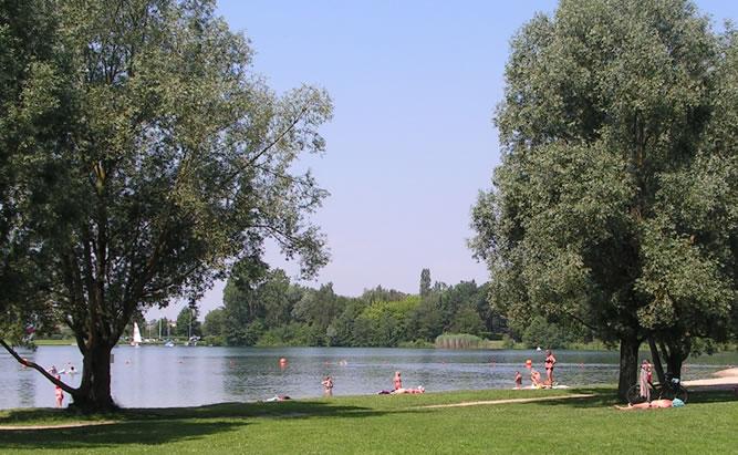 Guggenber See bei Neutraubling – ist einer der beliebtesten Badeseen vor den Toren der Stadt Regensburg. Freizeitaktivitäten und Naherholung sind hier eng miteinander verbunden.