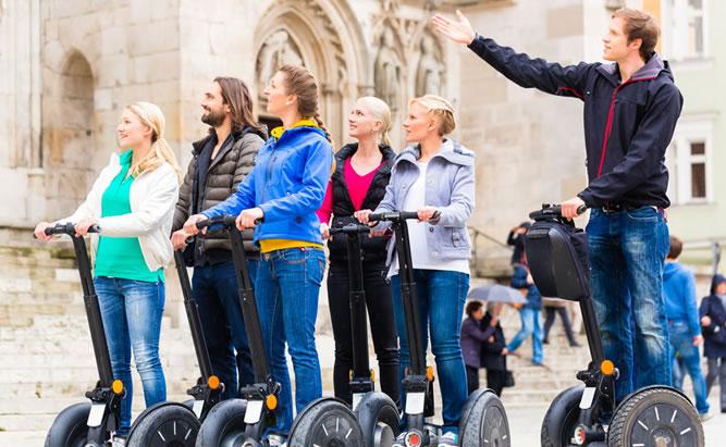 Wie der Name schon sagt - die klassische Einsteigertour für alle die Regensburg näher kennenlernen wollen. Auf der Classic Tour fahren wir zu den bekanntesten Sehenswürdigkeiten Regensburgs.