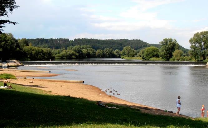 Flussbad Pielmühle bei Regensburg-Flussbad für Freizeitaktivitäten und Badespaß