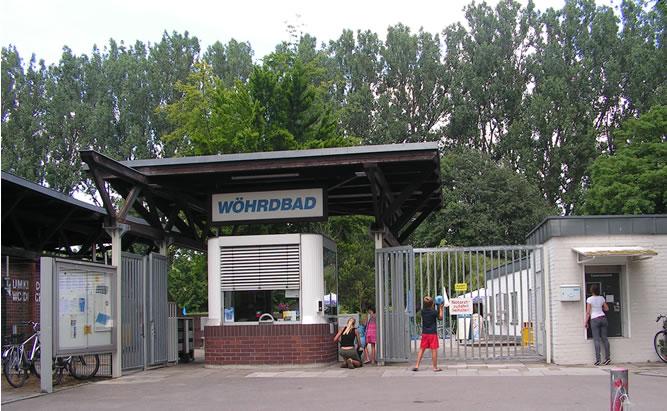 Wöhrdbad ein Freibad mitten in der Stadt Regensburg viele Information auch Öffnungszeiten und Anfahrt