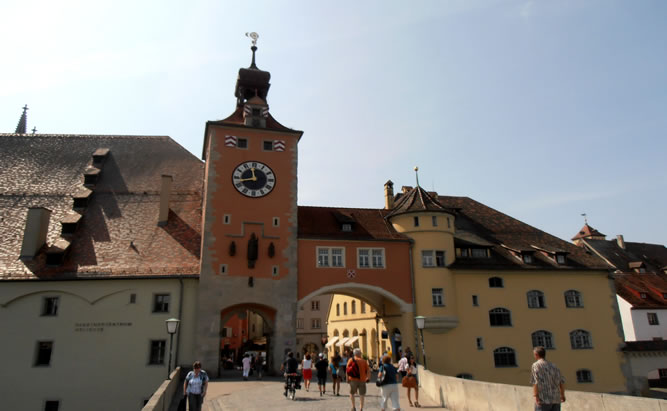 Brückenturm-Museum Regensburg - interessanter Ort auf der Steinernen Brücke und Öffnungszeiten