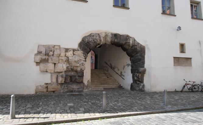 Porta Praetoria - Römer in Regensburg -  Direkt am Bischofshof