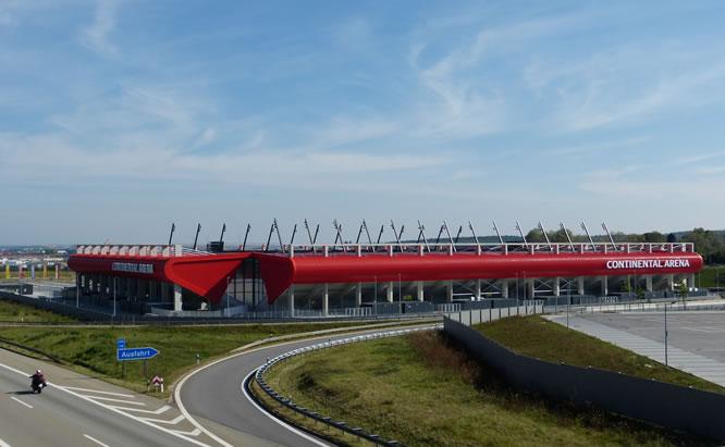 Die Continental Arena in Regensburg ist ie Fubdall-Heimat des SSV Jahn Regensburg.