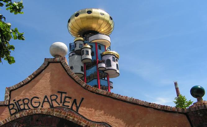 Hundertwasser Turm Abensberg und KunstHausAbensberg-  Brauerei Kuchlbauer mit BierVerkostung und BierGarten in Abensberg