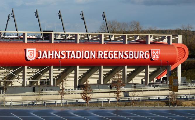 günstig parken Jahndstadion Regensburg direkt an der A3 Park und Ride